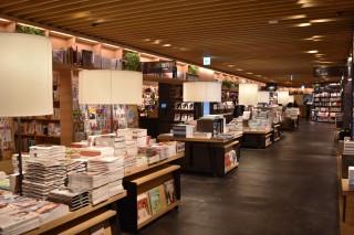 ⑤埼玉県初出店の「蔦屋書店」。店内に「スターバックスコーヒー」「ミスターミニッツ」「ATM」を併設(North Area)
