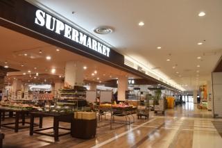 スーパーマーケット「マンダイ」(1階)。加古川初出店。