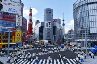 日本の景色や街並みを約1,000万個のLEGO®ブロックで再現した「ミニランド」。写真は渋谷スクランブル交差点。