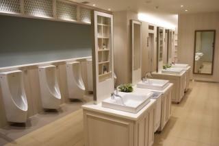 8階の男性トイレ