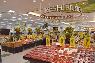 5つある核店舗のうちの1つ。スーパーマーケット 「sanwa」(1階)